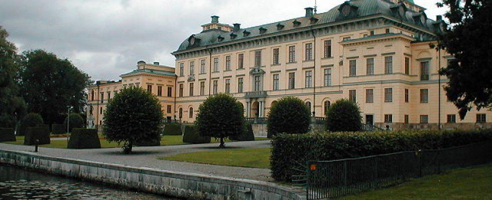 """Schloss Drottningholm Stockholm"". Licensed under CC BY-SA 3.0 via Wikimedia Commons - https://commons.wikimedia.org/wiki/File:Schloss_Drottningholm_Stockholm.jpg#/media/File:Schloss_Drottningholm_Stockholm.jpg"